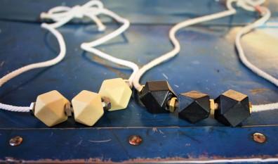Collier fait avec des matériaux recyclés !